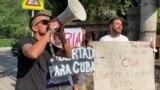 Protesti kod ambasade Kube u Beogradu: Za i protiv režima