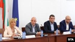 Заседание на парламентарната комисия за ревизия на управлението на ГЕРБ в сряда. От ляво надясно: Мая Манолова, Георги Георгиев, Димитър Делчев и Юлиян Ненчев.