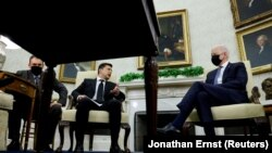 ABŞ-nyň prezidenti Jo Baýden Ak tamda ukrain kärdeşi Wolodymyr Zelenski bilen duşuşdy. 1-nji sentýabr, 2021.