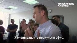 """""""Рад, что все отлично работало без меня"""": Навальный вышел на свободу после 25 суток за решеткой"""