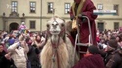 Три царі на верблюдах проїхалися Прагою – відео