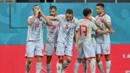 МАКЕДОНИЈА - Македонија се соочува со казна од УЕФА за можно кршење на здравствените правила од страна на играчите на репрезентацијата иако веќе е елиминирана од Европското фудбалско првенство, јавува агенцијата Асошиејтед прес.