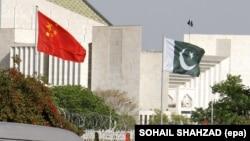 بیرق های پاکستان و چین
