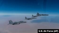 АҚШнинг B-52 бомбардимончилари Яқин Шарқдаги ҳарбий машғулотлар чоғида - 27 январь, 2021