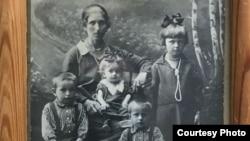 Фотография с бабушкой Полины