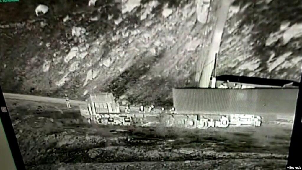 """Чек ара кызматы тажик тарап такталбаган """"Унжу-Булак"""" чек ара тилкесине контейнер койгонун билдирди."""