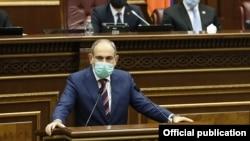 Armenian Prime Minister Nikol Pashinian speaks to parliament on September 27.