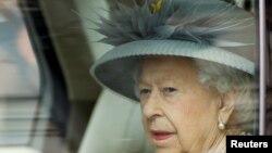 Британия қироличаси Елизавета II.