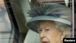 Королева Елизавета II прибывает в палату лордов для тронной речи, Лондон, 11 мая 2021 года.