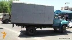 Ոստիկանները տեղաշարժեցին բեռնատարները, թույլ տալով մարդկանց օգտվել ցայտաղբյուրից