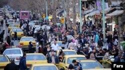 خرید شب عید در خیابان انقلاب تهران