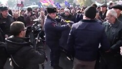Police Stop Armenian Protesters From Expanding Sit-In In Liberty Square