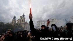 Чехия пойтахти Прагада спорт ишқибозлари норозилик намойишига чиқди.