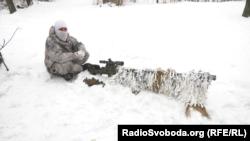 Український снайпер з гвинтівкою великого калібру Snipex T-Rex
