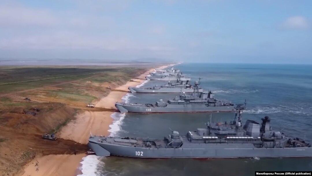 Кораблі Чорноморського флоту Росії біля берегів Криму, квітень 2021