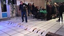 В Станиці Луганській підраховують голоси – відео