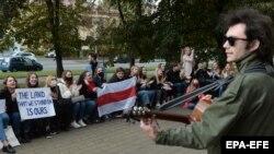 Сидячий протест у Білорусі: студенти вийшли проти затримань одногрупників (фоторепортаж)