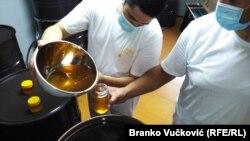 Porodica Tasković iz Lebana se profesionalno bavi pčelarstvom