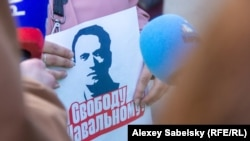 Участник акции в России в поддержку Навального. 21 апреля 2021 года.