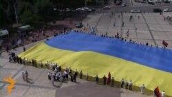 Урочиста хода з національним прапором у Києві