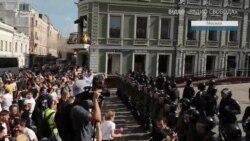 Задержания и избиения на митинге в Москве (видео)
