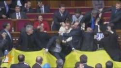 """Ukrayna parlamentində əlbəyaxa """"müzakirə"""""""