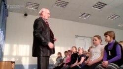 Propaganda 'Scares The Kids' In Russian Schools