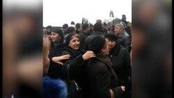 Şəhid ailələri və Qarabağ əlillərinin parlament qarşısında etirazı