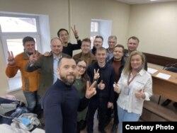 Виктор Вишневецкий с задержанными в ОВД