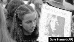 A 15 éves Vivie Kellogg is Lennon rajongója volt, őt gyászolja 1980. december 14-én egy megemlékezésen.