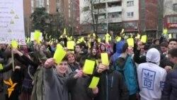 Средношколците ѝ покажаа жолт картон на владата