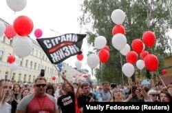 Минск, 18 августа, акция в поддержку арестованного блогера Сергея Тихановского, которому во вторник исполняется 42 года