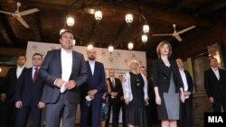 Премиерот Зоран Заев и претседателката на Сојузот на стопански комори, Данела Арсовска, со членови на ССК и на владиниот економски тим на денешната средба
