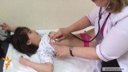 Գյումրիում վիրահատված 6-ամյա Հասմիկի վիճակը մոր կարծիքով էականորեն չի բարելավվել