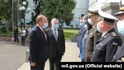 Воллес зустрівся з представниками міністерства оборони України