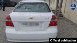 Один из автомобилей фермера, который наманганские земледельцы закидали камнями. Фото с сайте МВД.