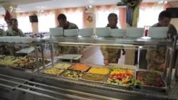 Як харчуються вояки країн НАТО і України на Яворівському полігоні (відео)
