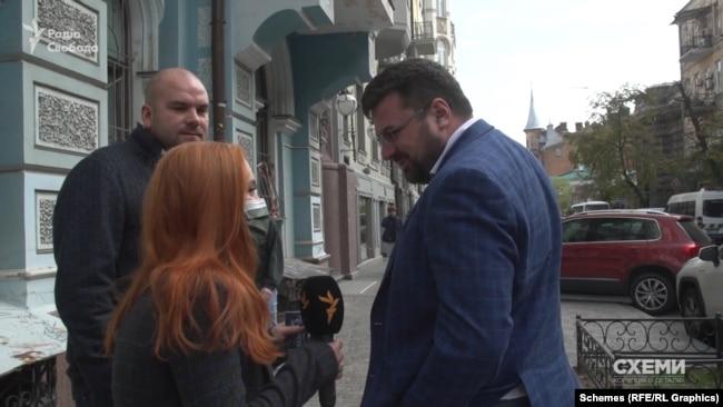Журналісти зустріли Андрія Наумова випадково, прямуючи на іншу зйомку – коли той мав зустріч з незнайомою особою.