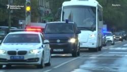 Garaşylýan tussag alyşmasynyň çäginde awtobuslar Moskwa türmesinden aeroporta ugraýar