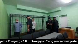 Мікалай Статкевіч, калі яго заводзілі ў клетку, выгукнуў «Жыве Беларусь!»