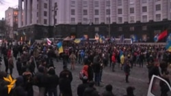 Ukrainian Protesters Besiege Government Building