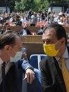 Florin Cîțu și Ludovic Orban merg prin organizațiile județene pentru a-și convinge colegii să îi voteze la Congres. O grupare a ales însă o altă strategie. Imagine: Florin Cîțu (stânga), Ludovic Orban (dreapta), 2021