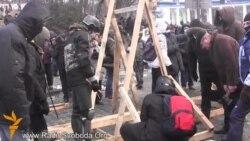 На Грушевського будують катапульту