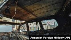 Kiégett autó Hegyi-Karabahban.