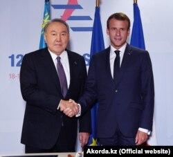 В октябре 2018 года тогда еще президент Казахстана Нурсултан Назарбаев встретился с президентом Франции Эммануэлем Макроном в Брюсселе, Бельгия.