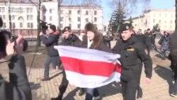 Belarusda aksiyaçılar saxlanır