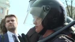 Moskva polisi etirazçıları saxlayır