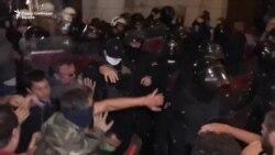 Протести во Белград - демонстранти во српското собрание