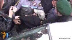 Բողոքի ակցիա ՌԴ դեսպանատան առջեւ. 3 մասնակից բերման են ենթարկվել