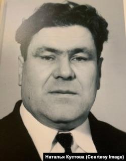 Анатолий Галактионович Баянов, сын репрессированного Галактиона Баянова - богатырь в два метра ростом, косая сажень в плечах, говорят, был копией отца
